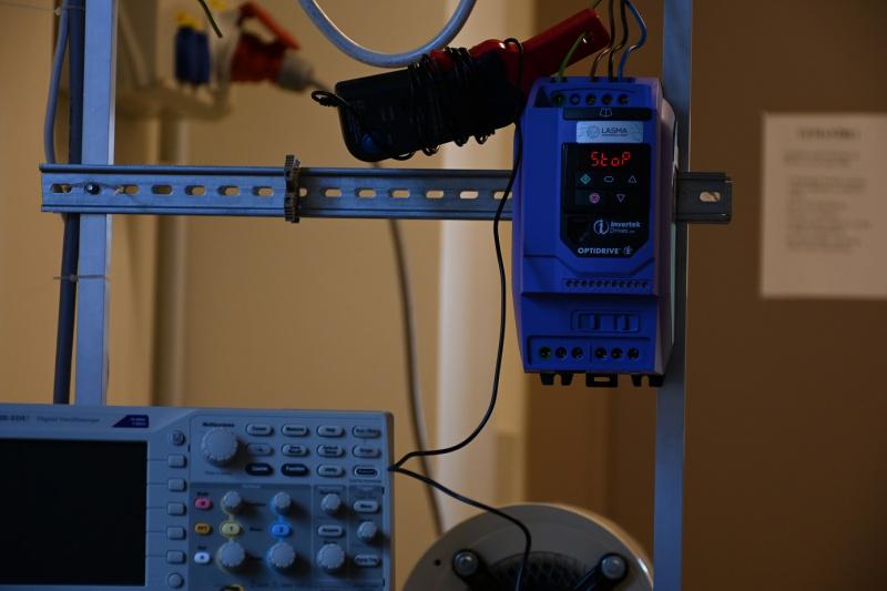 Invertek Drives frekvenču pārveidotājs Rīgas Tehniskajā univeristātē-1